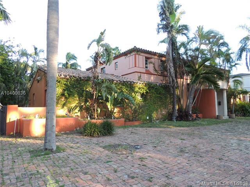 3125  Pine Tree Dr, Miami Beach, FL 33140