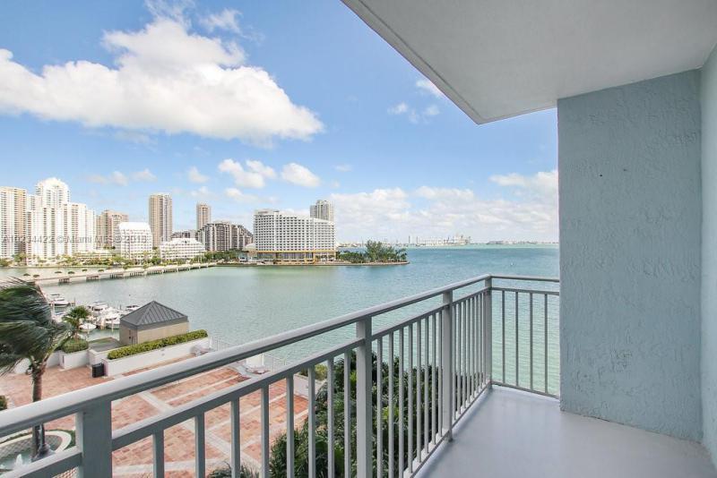 1111  Brickell Bay Dr  1510, Miami, FL 33131