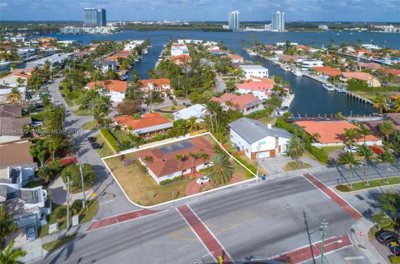 16520 Ne 35th Ave, North Miami Beach, FL 33160