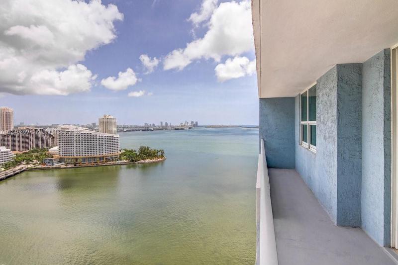 1111  Brickell Bay Dr  2206, Miami, FL 33131