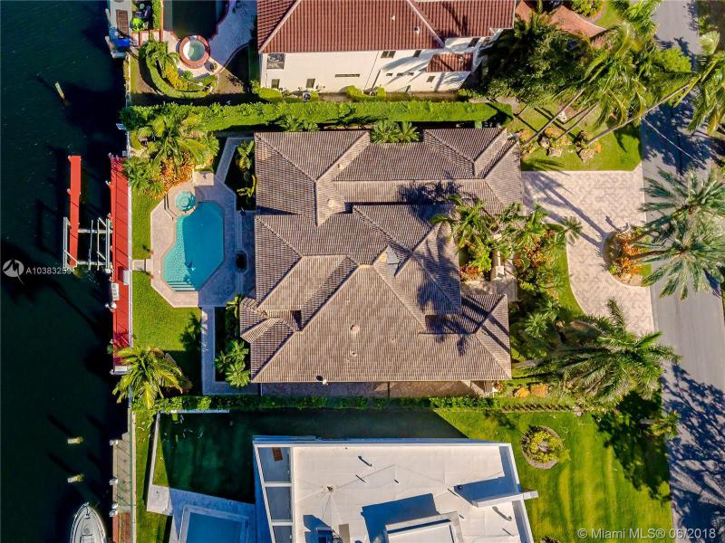 Home for sale in GOLDEN ISLES SEC D REPLAT Hallandale Florida