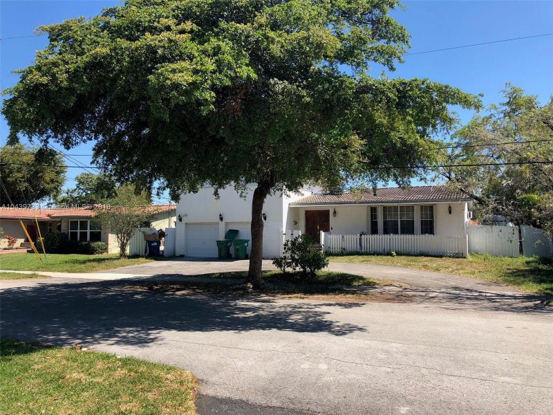 20615 Ne 22nd Ct, Miami, FL 33180