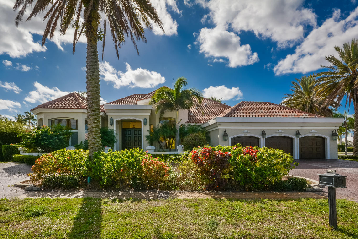 Boca Raton: St. Andrews - listed at 1,075,000 (17321 Allenbury Ct)