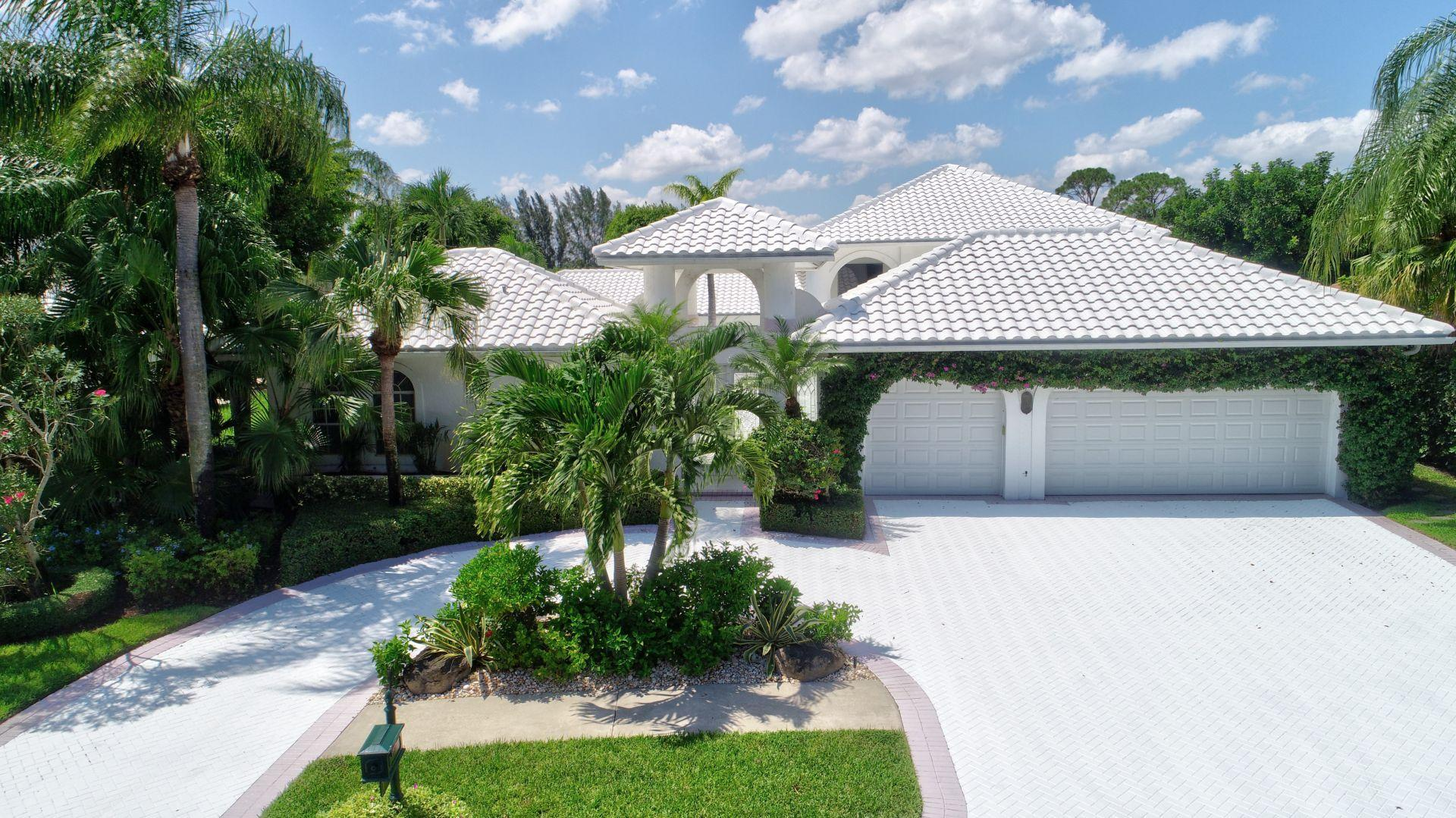 Delray Beach: The Laurels - listed at 1,100,000 (17826 Deauville Lane)