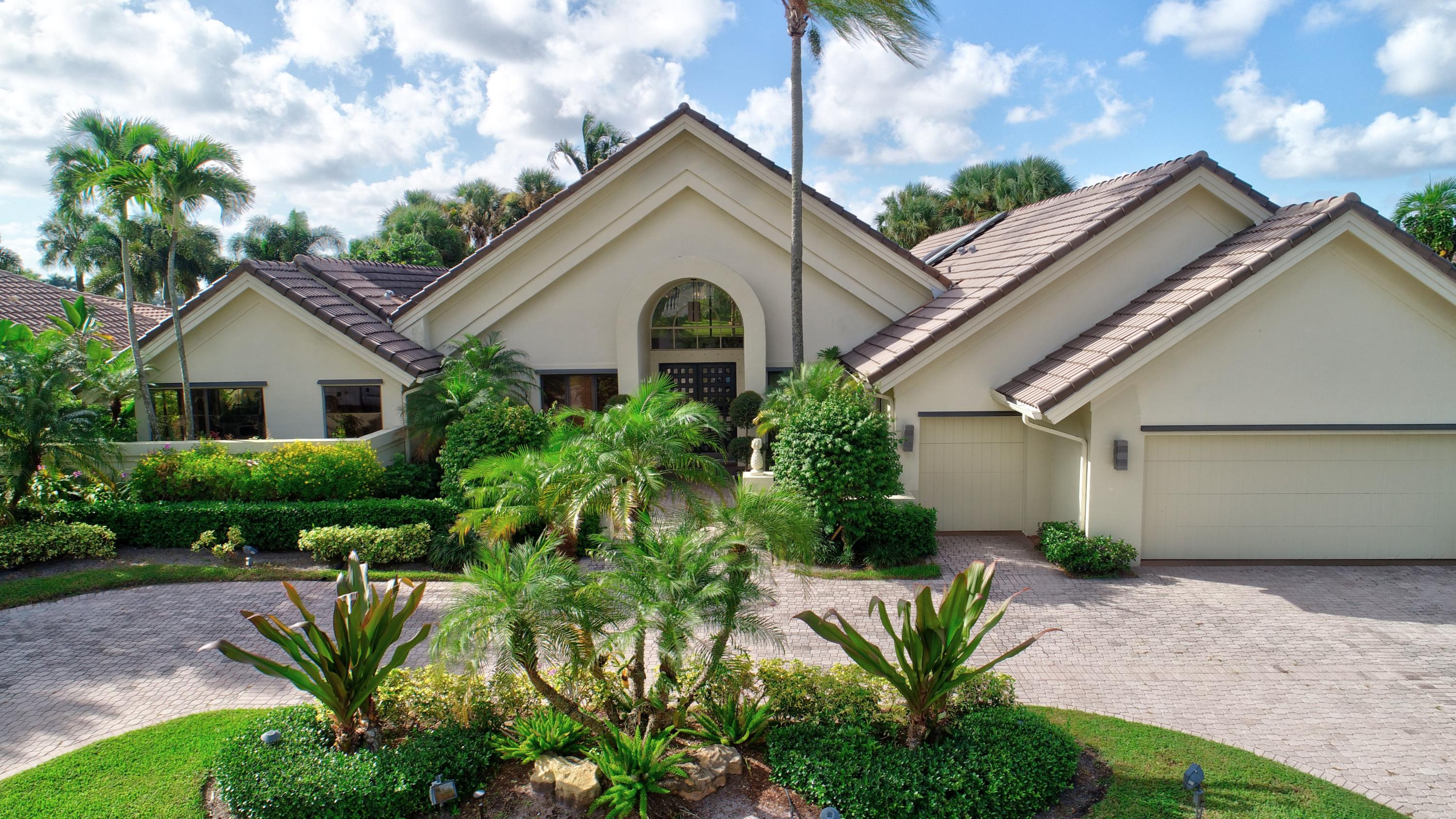 Boca Raton: St. Andrews - listed at 1,095,000 (17121 Northway Cir)
