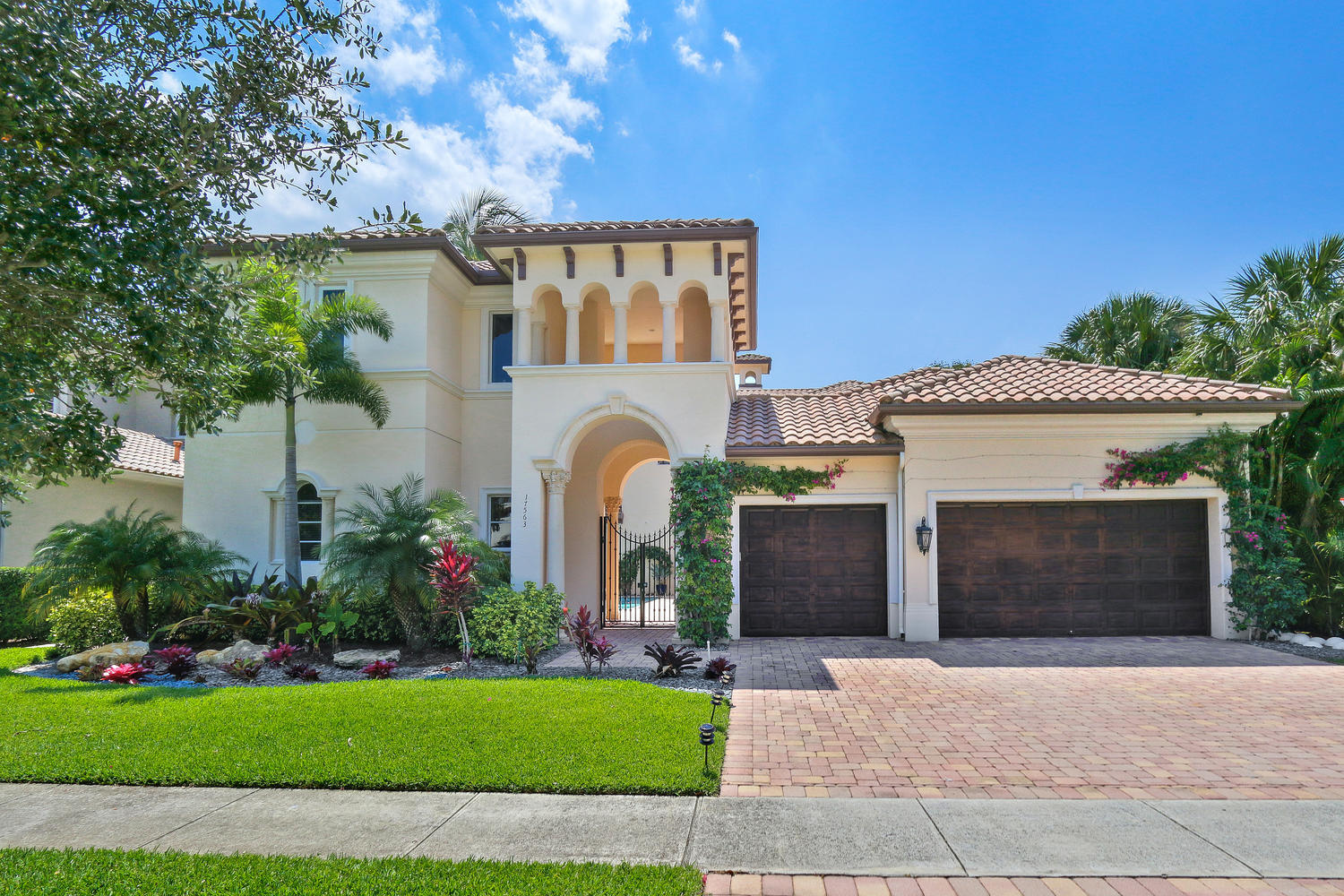 Boca Raton: The Oaks at Boca Raton - listed at 1,095,000 (17563 Middle Lake Dr)