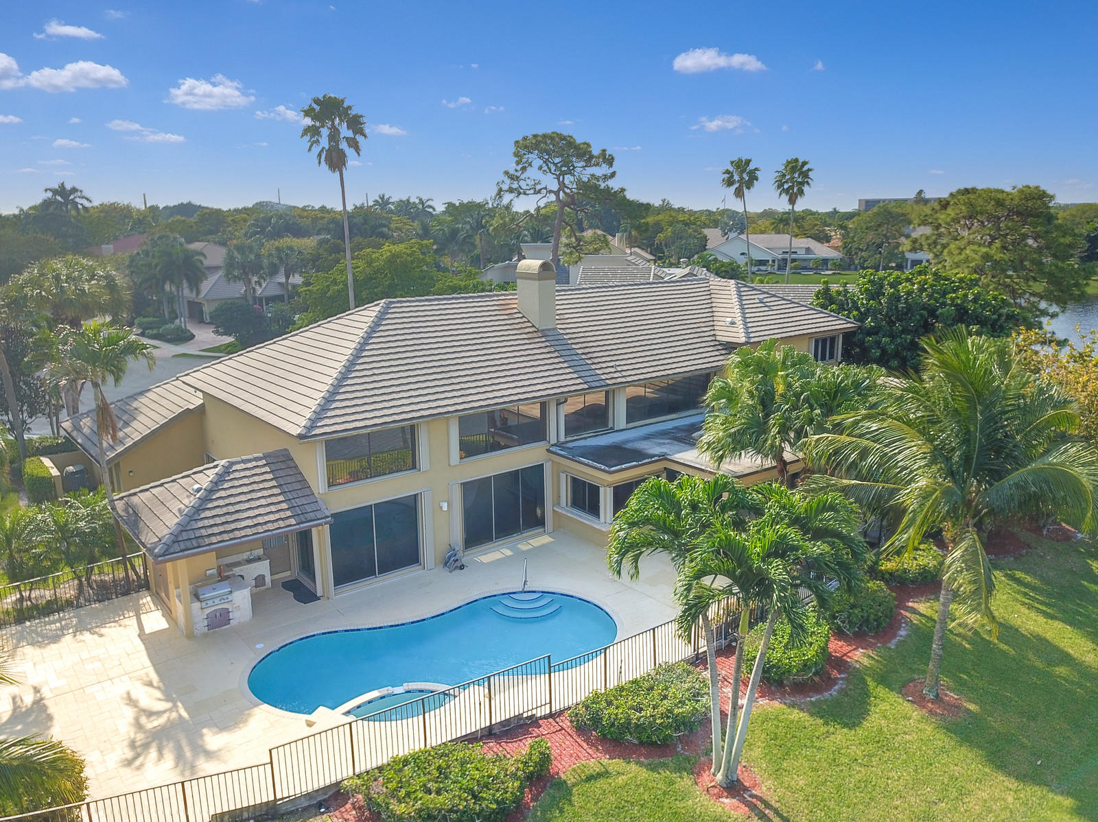 Boca Raton: Woodfield Hunt Club - listed at 1,095,000 (3075 Windsor Pl)